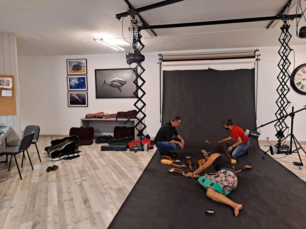 Preparando el set con mucho cuidado